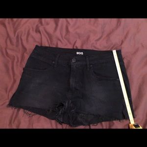 Mini ripped black denim short